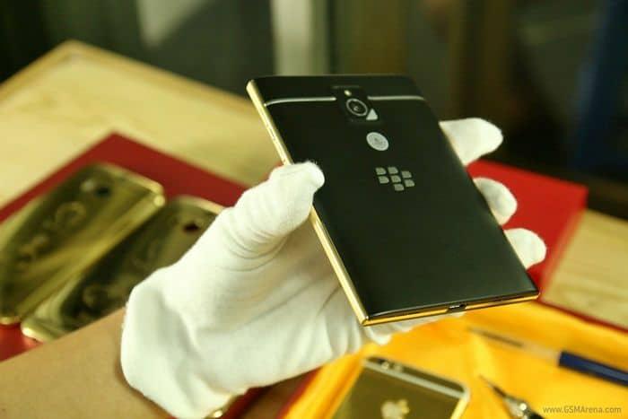 "Le Blackberry Passport Adopte Le Look ""gold"" 1"